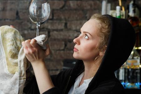 Weinglas sauber aus Geschirrspüler